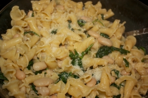 Tuesday dinner: Pasta with white beans and arugula