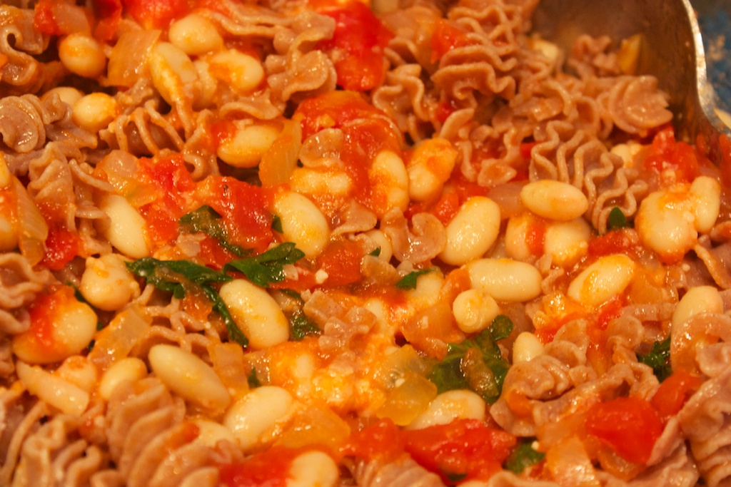 Meatless Monday: Pasta with beans and tomatoes